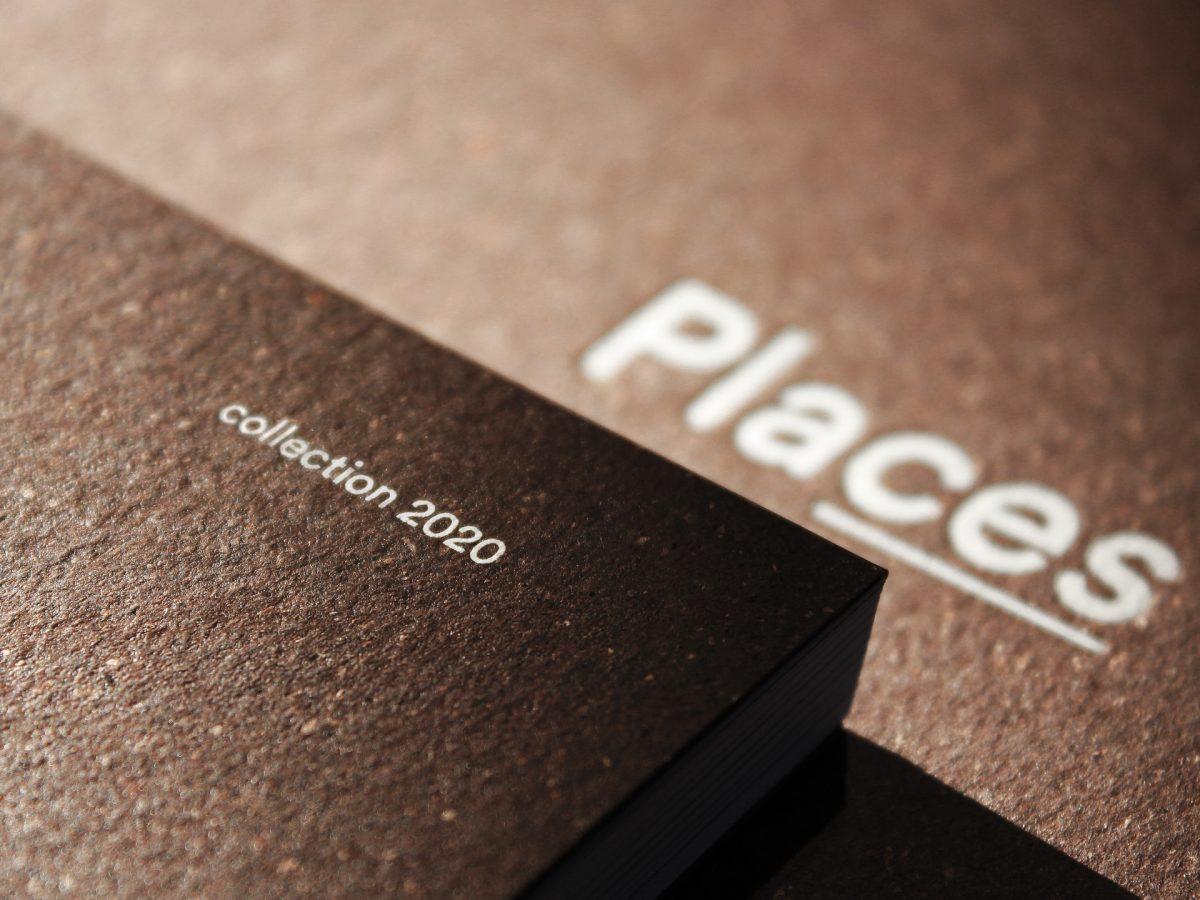 Foto di dettaglio della copertina di places 2020 con primo piano del testo collection 2020