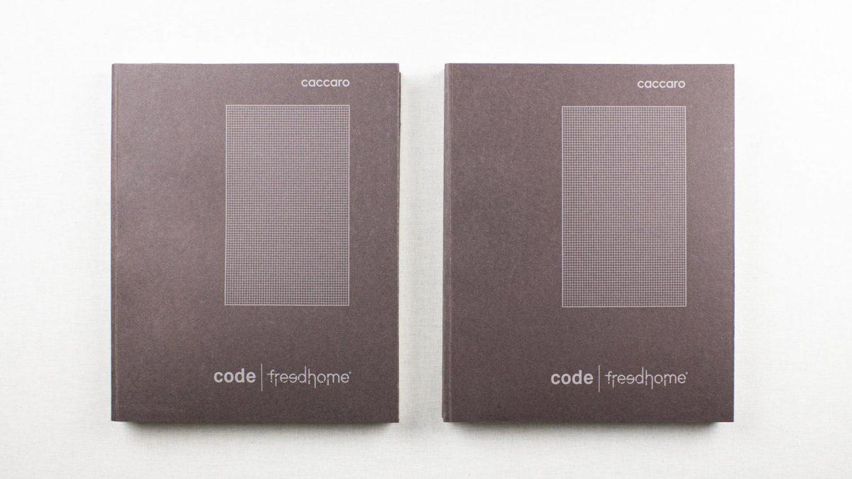 vista zenitale delle copertine di due cataloghi affiancati