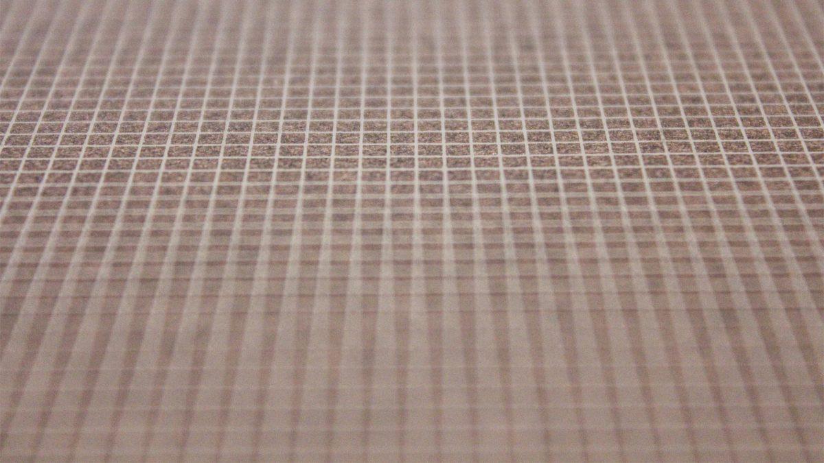 dettaglio della griglia millimetrata sulla copertina del catalogo