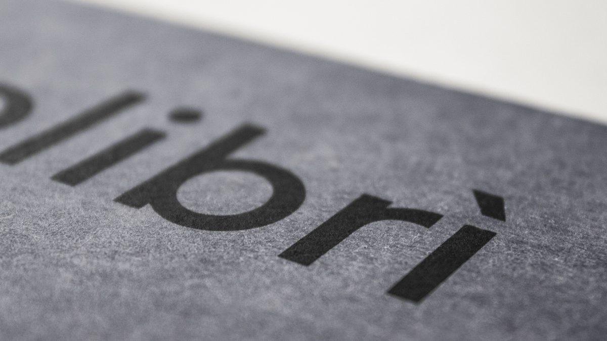 Foto del titolo Colibrì stampato in copertina