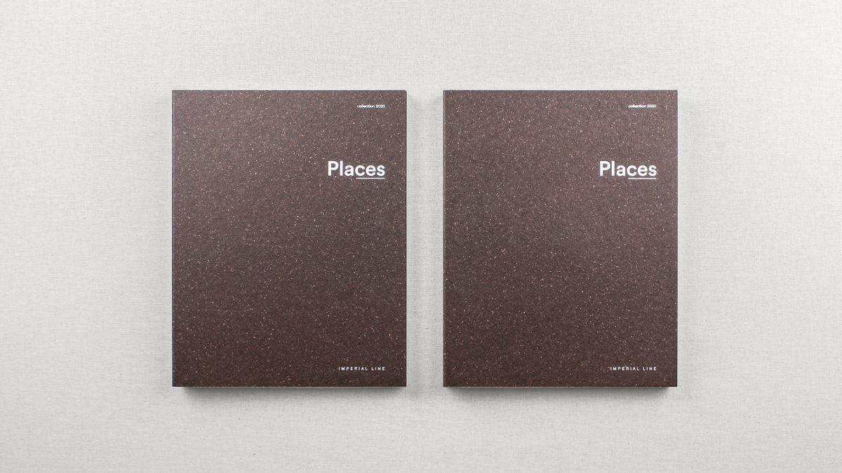 Foto delle copertine di due cataloghi uno accanto all'altro