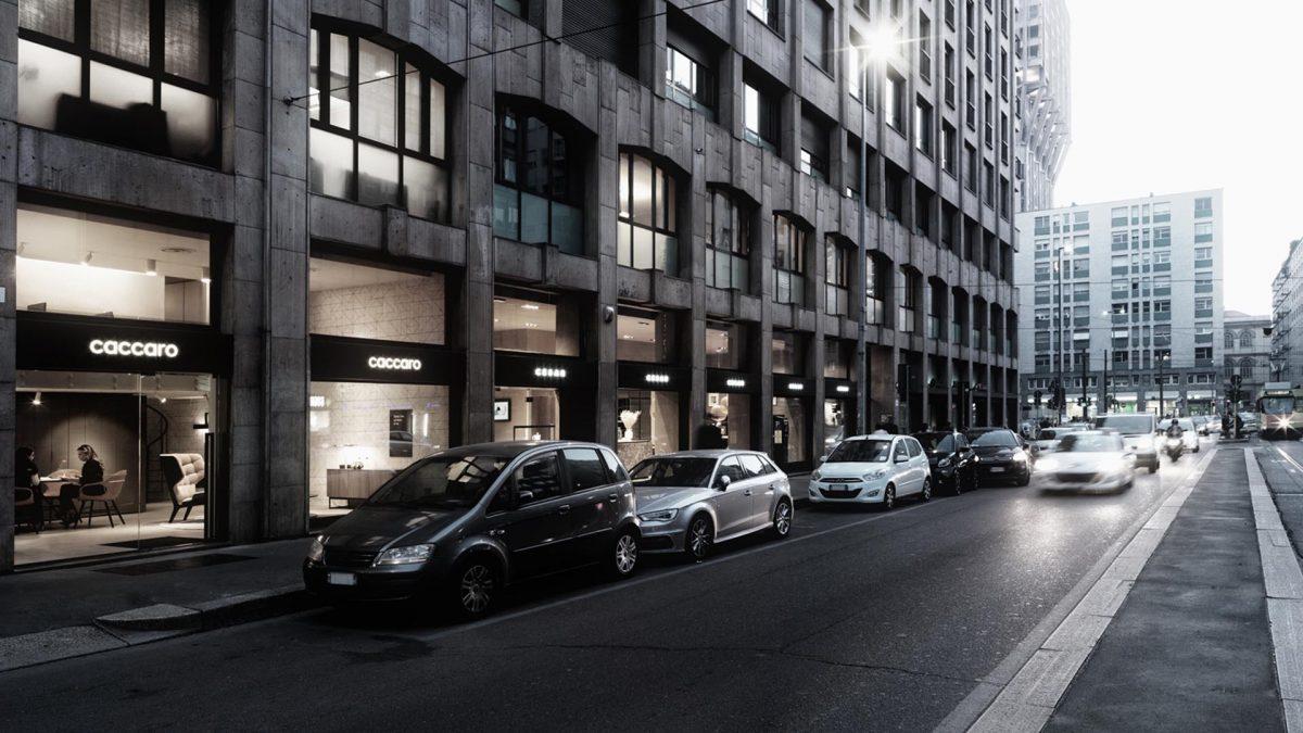 Foto delle vetrine esterne del flagship store Caccaro di Milano