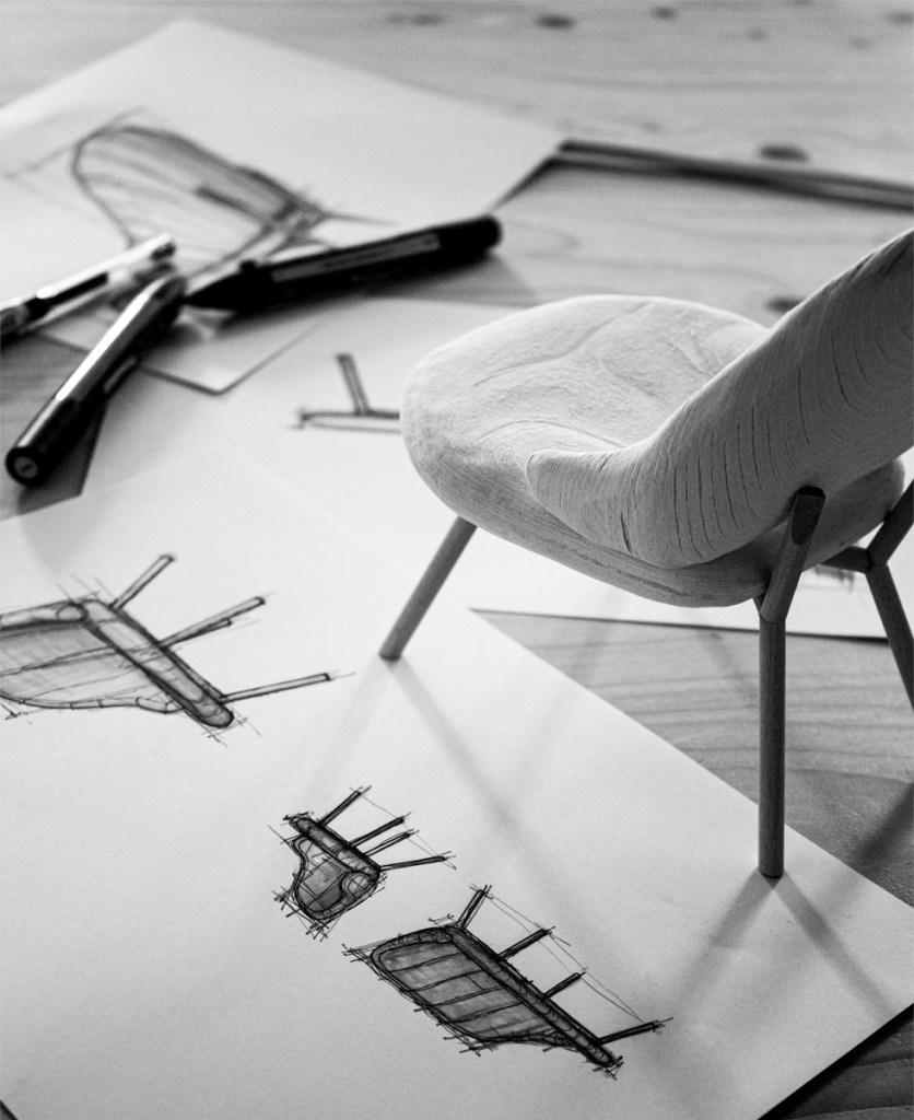 plastico di studio del progetto di una sedia con i relativi schizzi a mano libera